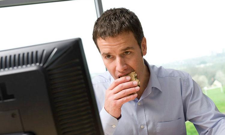 prendre-votre-pause-dejeuner-au-bureau-fait-baisser-votre-creativite-une